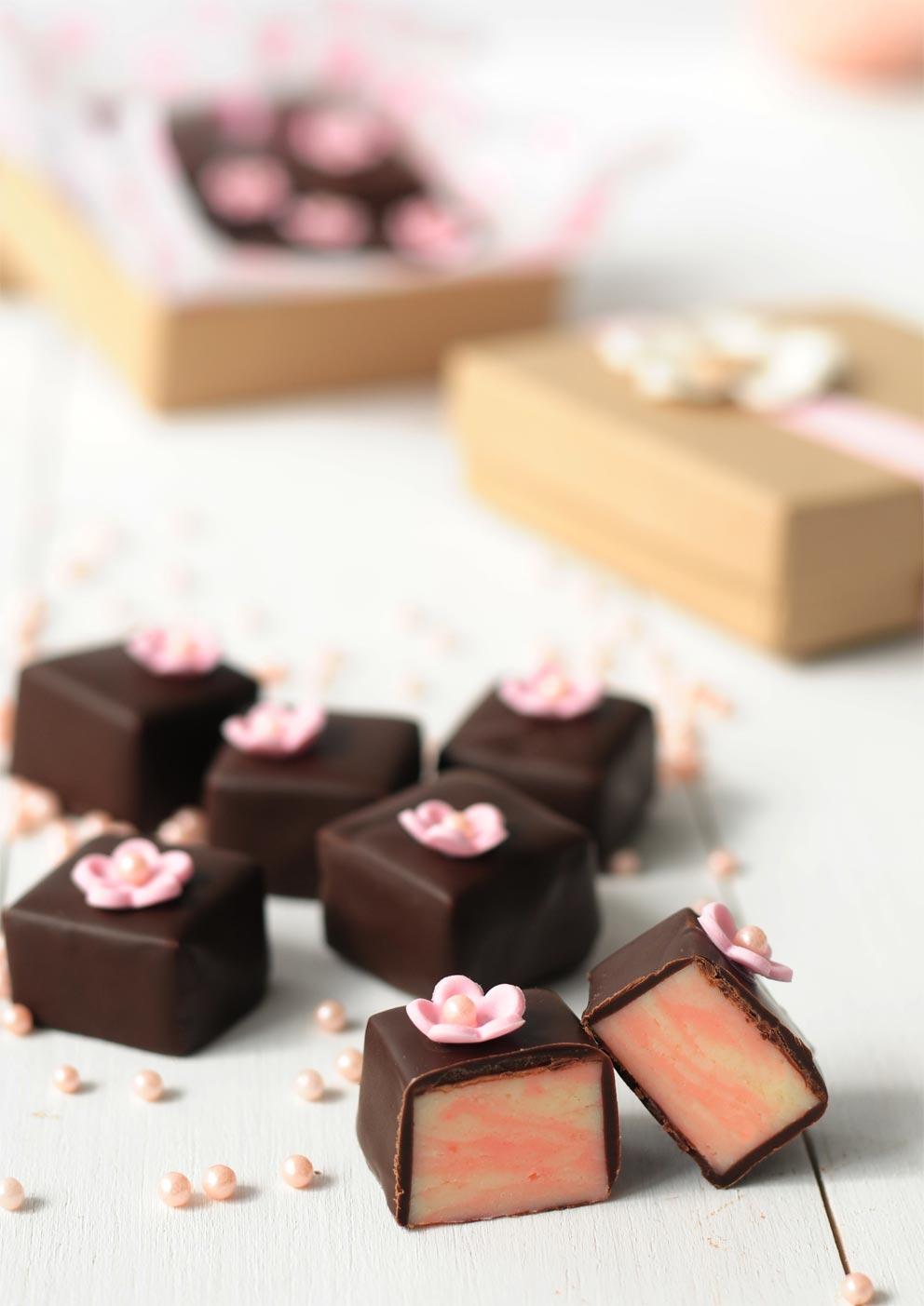 פאדג' שוקולד לבן ותותים