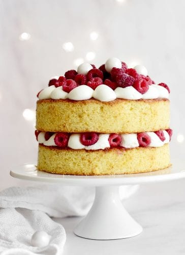 עוגת לימון ופירות אדומים