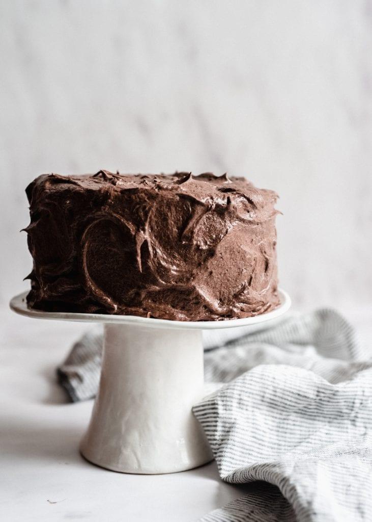 עוגת שוקולד חגיגית עם קרם שוקולד