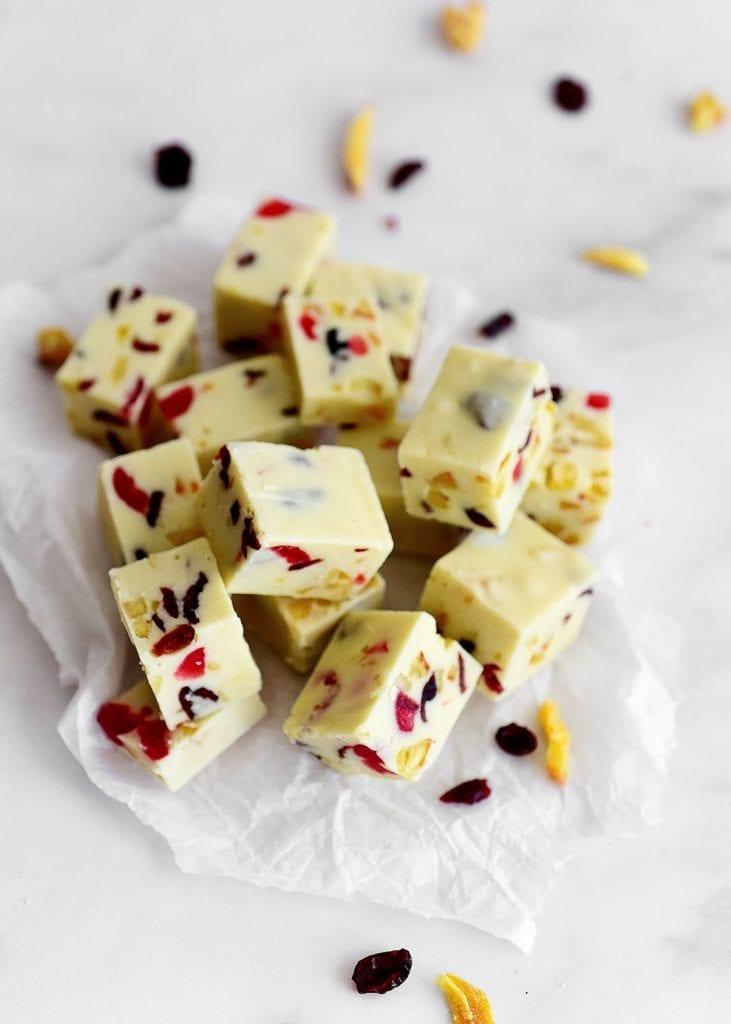 פאדג' שוקולד לבן, תפוז וחמוציות