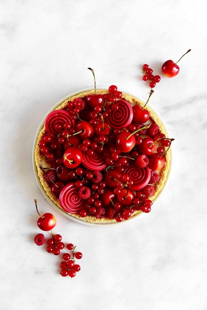 טארט פנקוטה ופירות אדומים