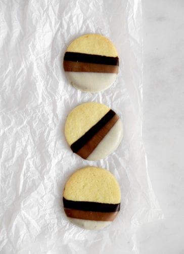 עוגיות חמאה ו-3 שוקולדים